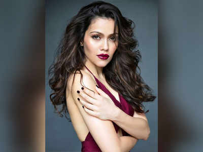 Waluscha De Souza talks about working with Sooraj Pancholi, Isabelle Kaif in Time To Dance