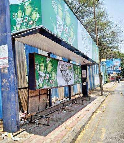 Mundhwa Rd bus stop keeps people standing