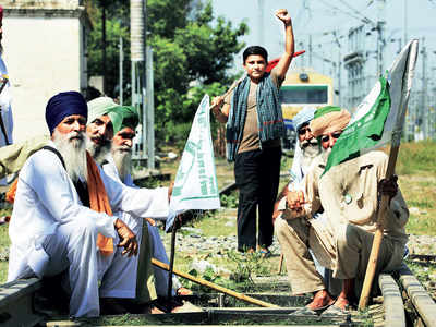 Farmers show no signs of backing down; Cong marches in Haryana