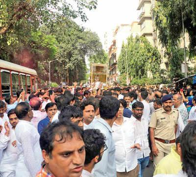 Rs11 cr bid to light Jain monk's funeral pyre