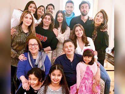 Rishi Kapoor, Ranbir Kapoor, Abhishek Bachchan and Aishwarya Rai Bachchan among others enjoy quality time with friends and family!