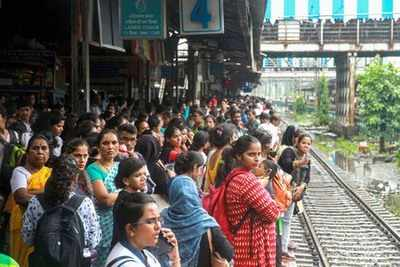 Central Railway cancels over 2200 local services and 800 long distance trains in August 2019