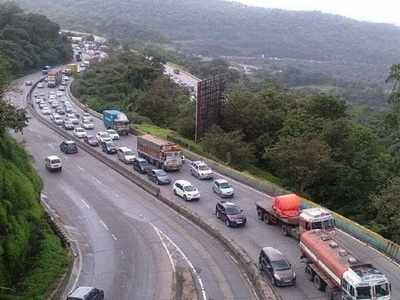 Major bus accident on Mumbai - Pune Expressway, at least 4 killed, 25 injured