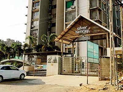 Gota resident booked for selling mangoes in soc