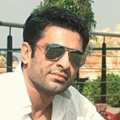 Girlfriend accuses Eijaz Khan of physical abuse