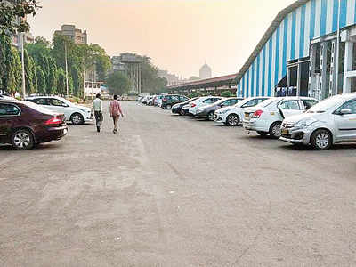 1,700 sqmt pay-and-park lot at CSMT by mid-December
