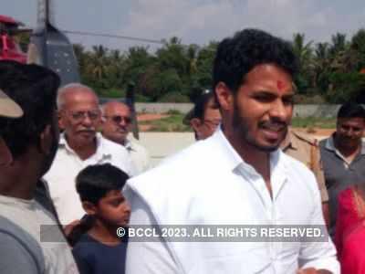 Nikhil Kumaraswamy gets engaged to Revathi