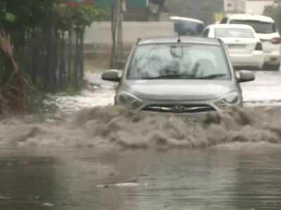Maharashtra: Waterlogging causes traffic snarls in Nagpur