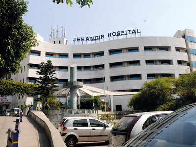 Jehangir Hospital pharmacist in net for stealing masks, drugs, syringes