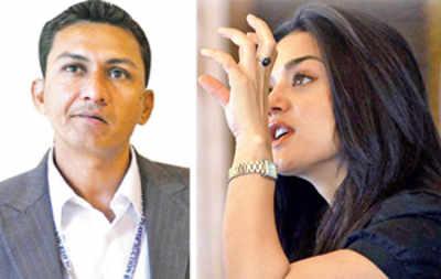 Angry Preity teaches Sanjay Bangar cricket
