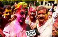 Watch: Kumar Vishvas celebrates Holi in Ghaziabad