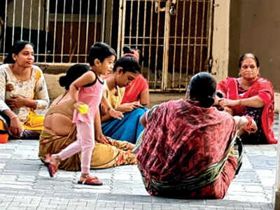 Builder off ers shelter to Surat's jobless workers