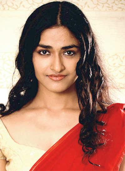Another Bollywood actress makes Kannada movie debut