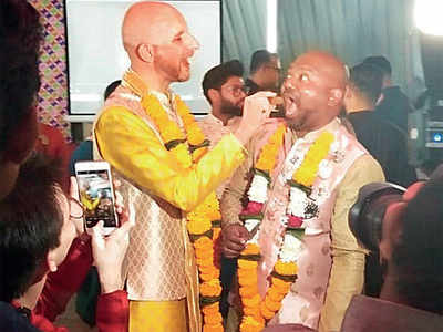 Mumbai hosts first same sex wedding party after SC verdict