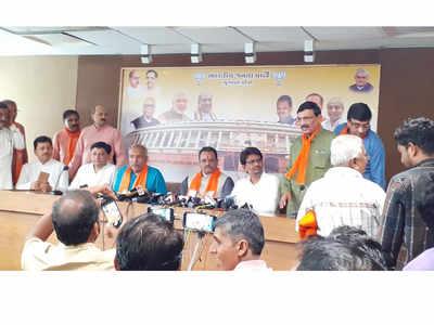 Former Congress MLAs Alpesh Thakor, Dhavalsinh Zala join BJP