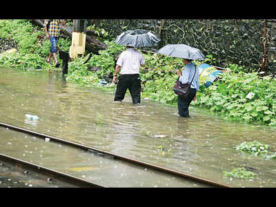 After successfully tackling flooding on Sion railway tracks, Central Railways to install six more heavy-duty pumps
