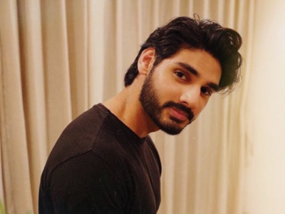 Suniel Shetty's son Ahan leaves for London