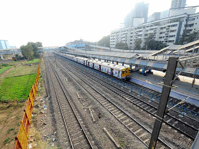 Vasai: Woman commuting in ladies compartment of local train attacked, robbed