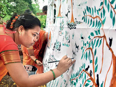 Tribals commemorate anniversary of Aarey tree cutting