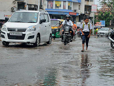 Moderate to heavy showers lash city