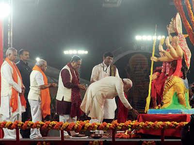PM Narendra Modi offers prayers at Navratri event