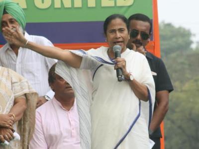 West Bengal: Mamata Banerjee slams PM Narendra Modi over 'clothes' remark