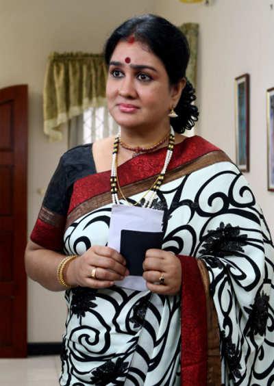 Urvashi-Manoj battle takes a '˜booze' turn