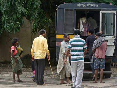 Mahim cops remove 1k beggars near dargah