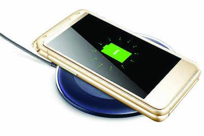Nostalgia alert: Samsung has a flip phone on the way