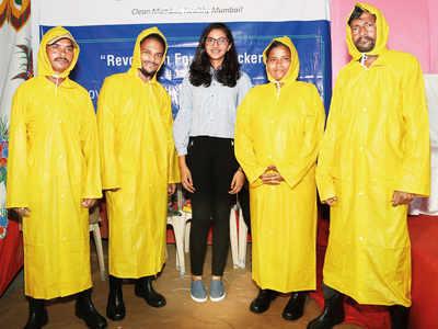 14-year-old girl Sanjana Runwal raises ₹5.6L  through crowdfunding to get ragpickers rain gear