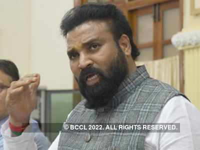 Karnataka: Health Minister B Sriramulu attends procession, violates social distancing norms