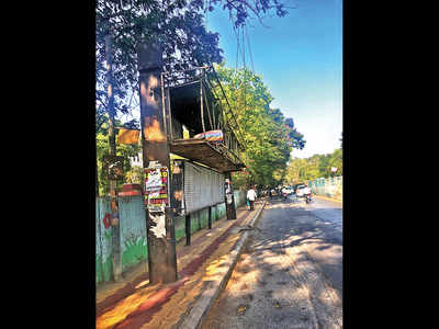 Bus stand on Kennedy Road lies in ruins