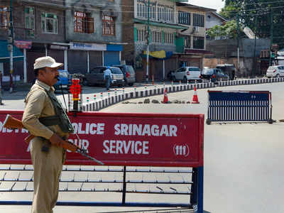 Clampdown paralysing business in J&K: Traders