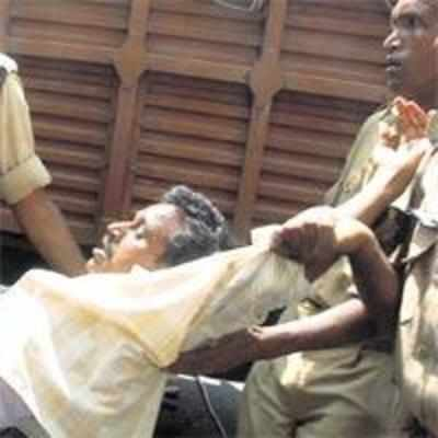 8 killed as police open fire during Andhra bandh