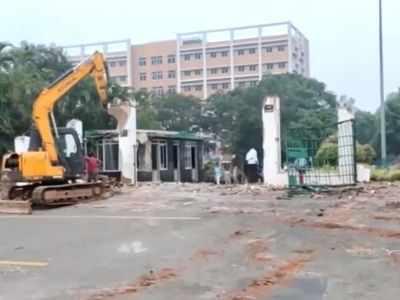 Andhra Pradesh: GITAM Varsity wall, security office on 'encroached land' demolished