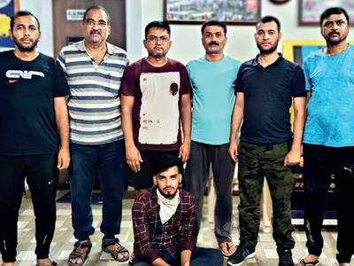 Cops pose as tourists, nab 2 from Jamtara