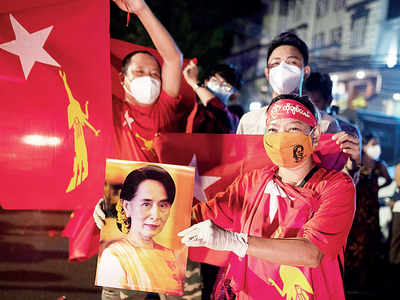 Suu Kyi claims big win in Myanmar polls