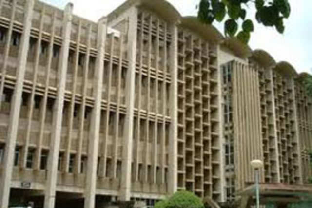 The placement cell of the Indian Institute of Technology-Bombay (IIT-B ) has blacklisted a US-based MNC in the recruitment process this year.
