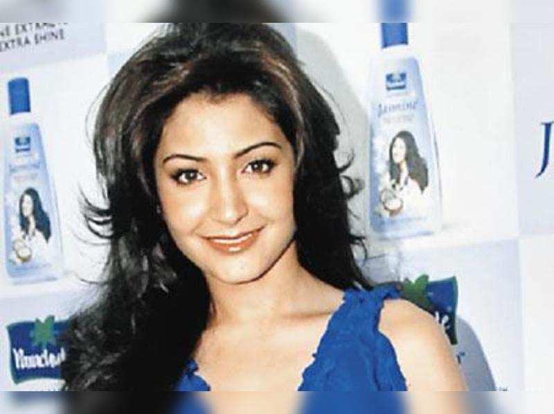 "Anushka Sharma <a href=""//photogallery.indiatimes.com/celebs/indian-stars/anushka-sharma/portfoliolist/4695985.cms"" target=""_blank"">More Pics</a>"