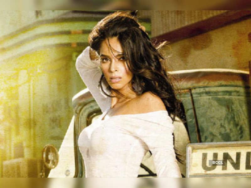"Mallika Sherawat <a href=""http://photogallery.indiatimes.com/celebs/indian-stars/mallika-sherawat/portfoliolist/3972864.cms"" target=""_blank"">More Pics</a>"