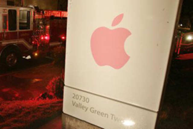 Apple Inc, which today topped a $500 billion market capitalization, will probably start paying a dividend this year.