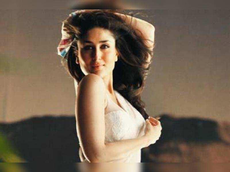 "Kareena Kapoor <a href=""//photogallery.indiatimes.com/celebs/indian-stars/kareena-kapoor/portfoliolist/3878814.cms"" target=""_blank"">More Pics</a>"