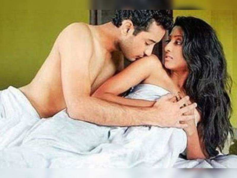 """A still from Hate Story <a href=""""//photogallery.indiatimes.com/movies/bollywood/hate-story/articleshow/12314827.cms"""" target=""""_blank"""">More Pics</a>"""