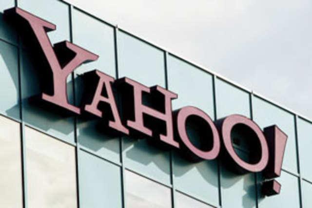 Yahoo accused Facebook of retaliating against a patent-infringement lawsuit.