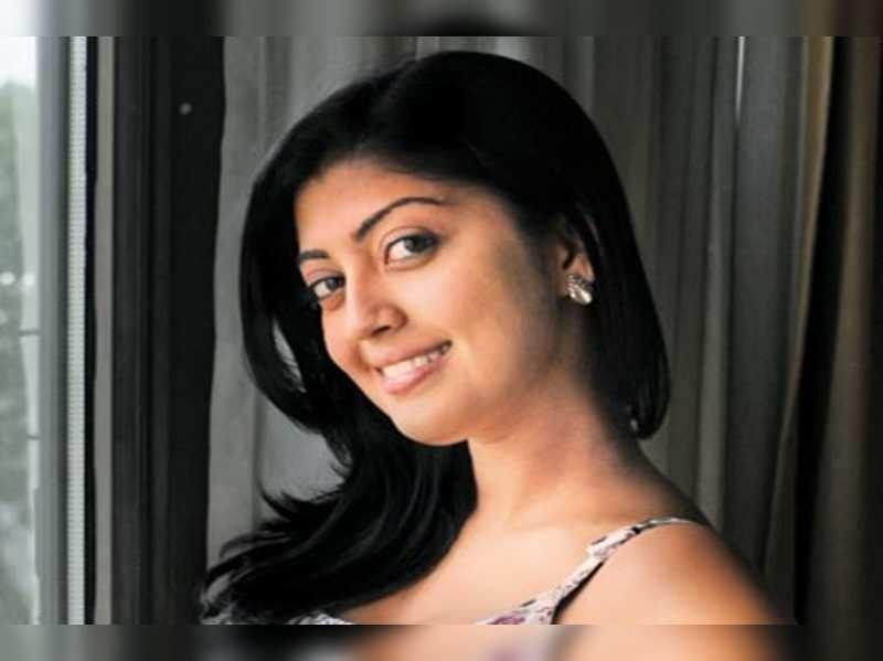 Pranitha to team up with Vishal?