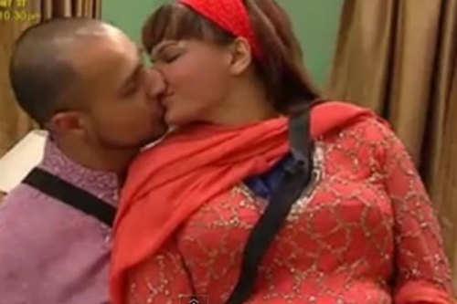 Rakhi Sawant Kiss Video