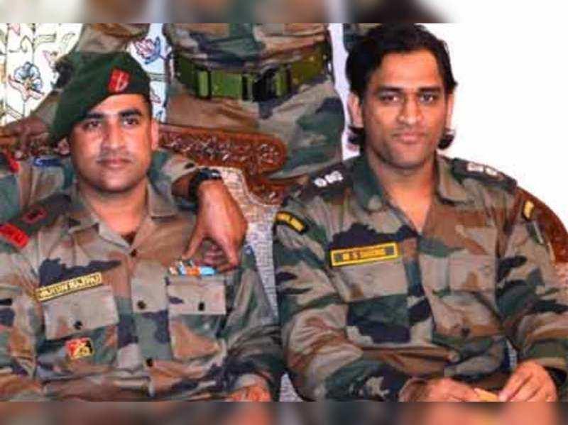 Lt Col Dhoni loved 'aloo bonda' on his Jammu trip