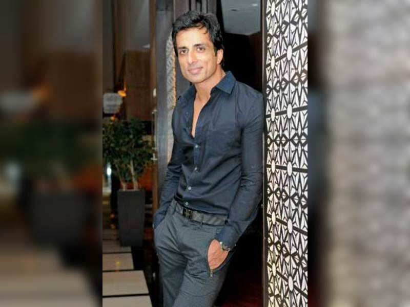 I wouldn't be accepted as a hero here: Sonu Sood