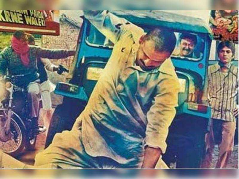 """Gangs of Wasseypur <a href=""""//photogallery.indiatimes.com/movies/bollywood/first-look-gangs-of-wasseypur/articleshow/12992777.cms"""" target=""""_blank"""">More Pics</a>"""