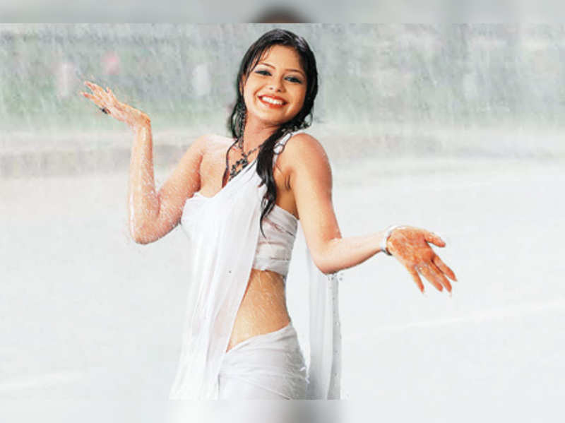 Actor Sonia, who made her debut in 'Matric Fail', goes wet and wild